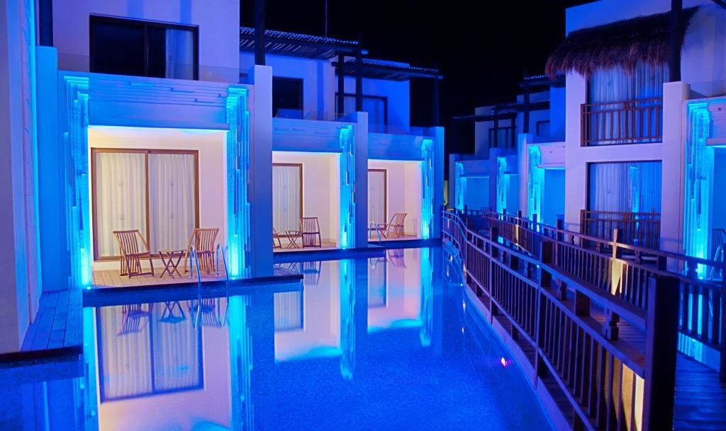 Resorts With Swim Up Rooms For Families