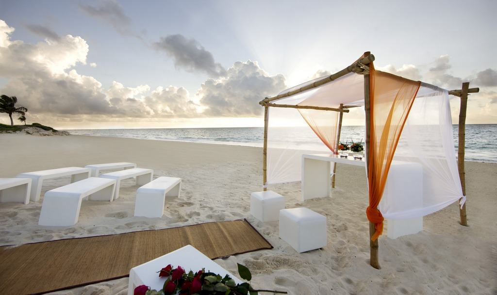 Banyan tree mayakoba wedding modern destination weddings for Actual muebles cancun