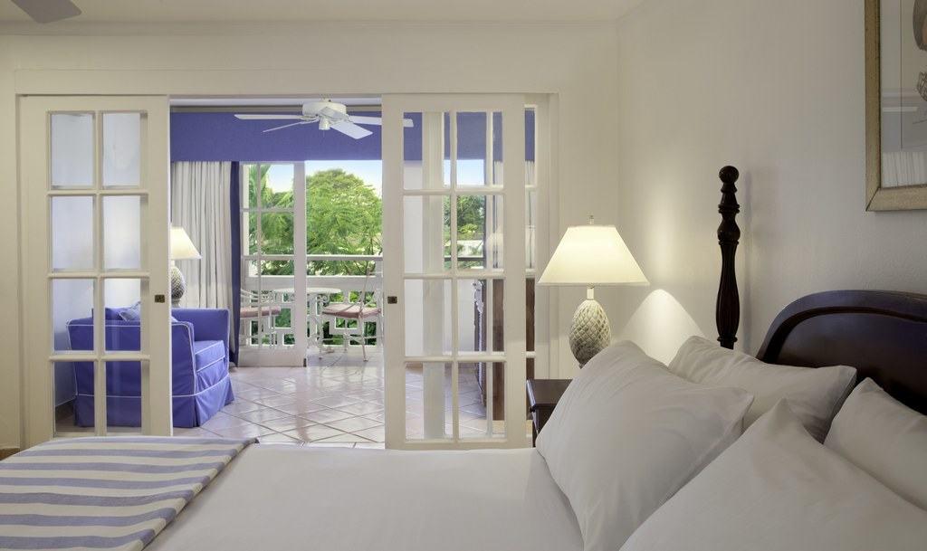 Bahamas All Inclusive >> Couples Sans Souci Wedding - Modern Destination Weddings