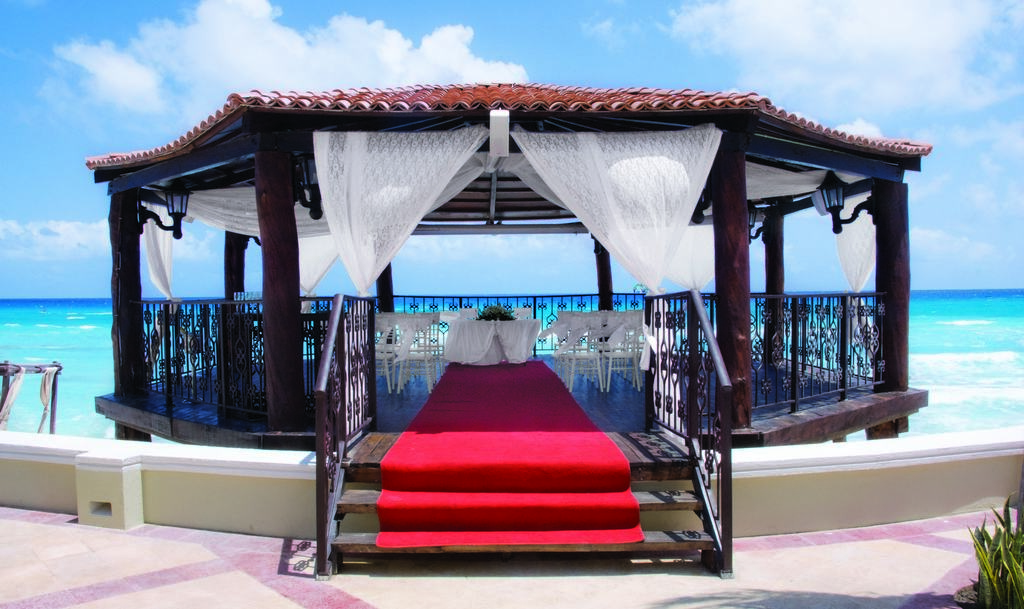 Gran caribe real wedding modern destination weddings for Actual home cancun