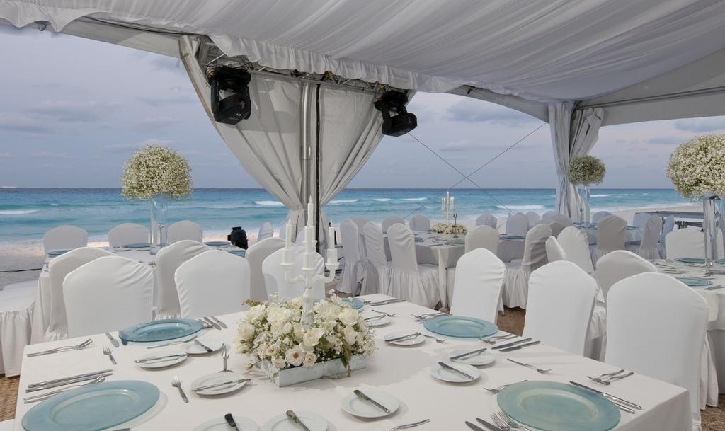 Live Aqua Cancun Wedding - Modern Destination Weddings