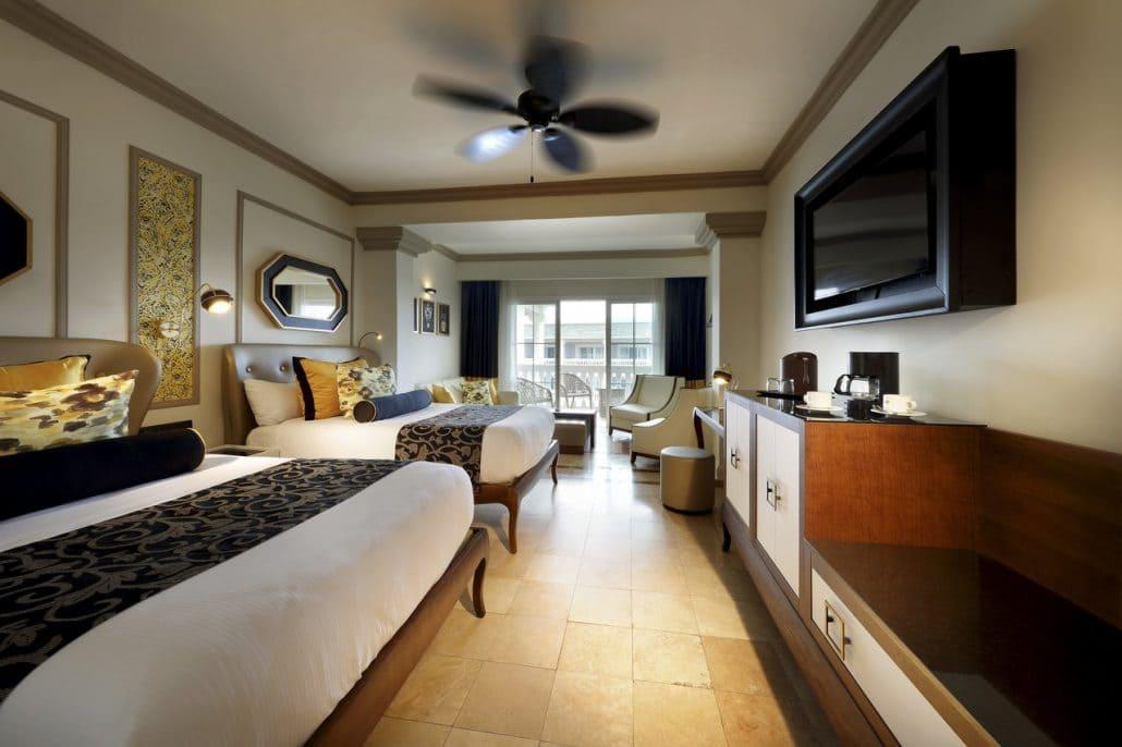 Bahamas All Inclusive >> Grand Palladium Lady Hamilton Wedding - Modern Destination ...