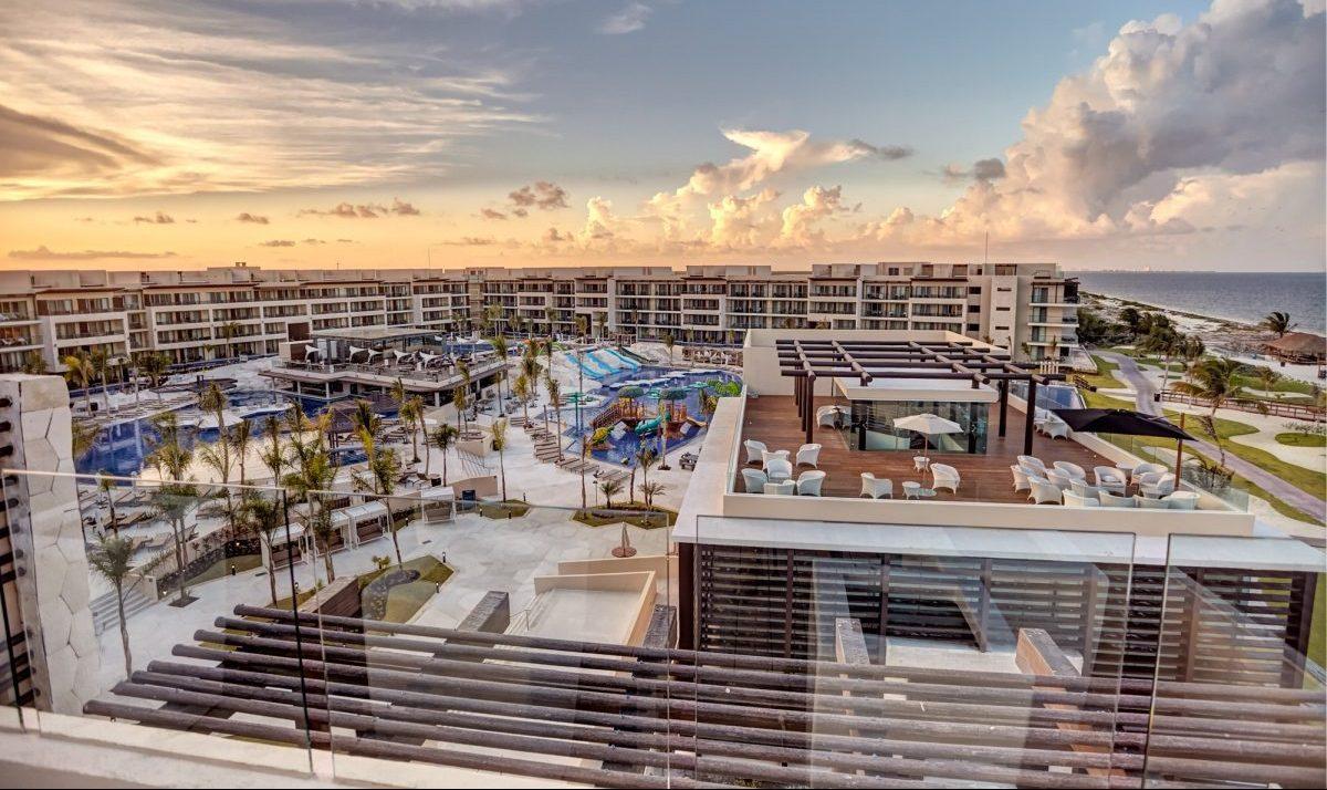 Destination weddings bahamas - Royalton Riviera Cancun Resort Wedding Modern