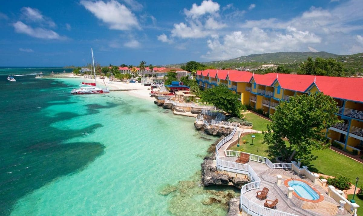 montego bay The holiday inn resort in montego bay jamaica is an all-inclusive hotel it includes outdoor pools and activity center for the kids, a casino for adults and more.